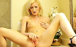 young tatooed bitch is masturbating her kitty with fingers
